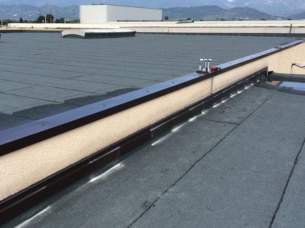 infiltrazioni-tetto-edificio-industriale-Reggiolo